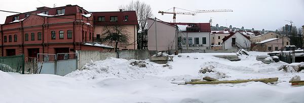 Пожарное депо. Котловану во дворе скоро пять лет.