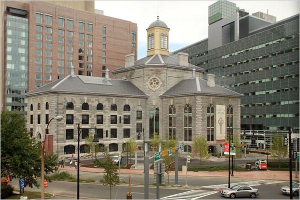 Старинная бостонская тюрьма Charles Street Jail, превращенная в первоклассный отель со значимым названием Liberty Hotel
