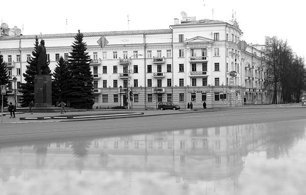 """""""Генеральский"""" дом, построенный в конце 30-х годов по проекту архитектора Гусева, во время войны стал концлагерем."""