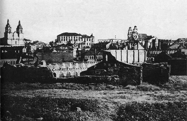 Развалины на вершине Замковой горы. 1944 год