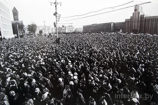 Демонстрация начала 1990-х в Минске