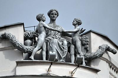 Эта скульптура может быть и памятником репрессированным
