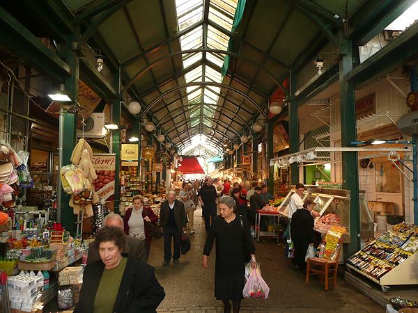 На рынке Модиано