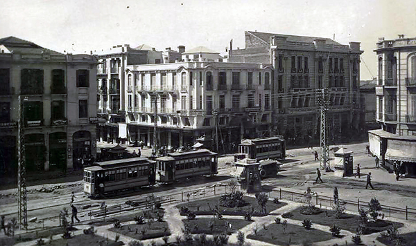 В старых Салониках был старый трамвай