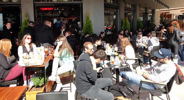 Кафе в Салониках повсюду