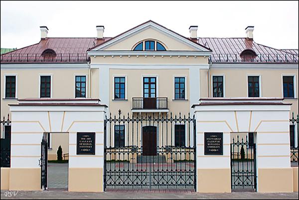 Здесь был первый городской музей, основанный Юрием Кобылинским