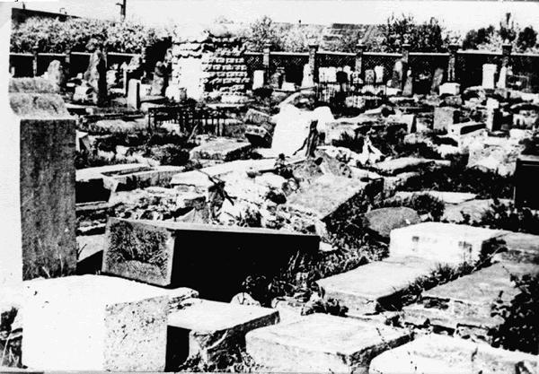 Разрушенное на сорок лет позже еврейское кладбище на Сухой