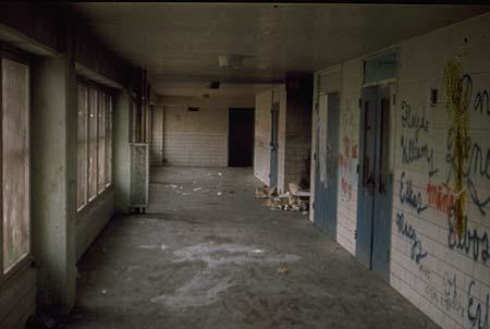 Pruitt-Igoe-corridor-actual1