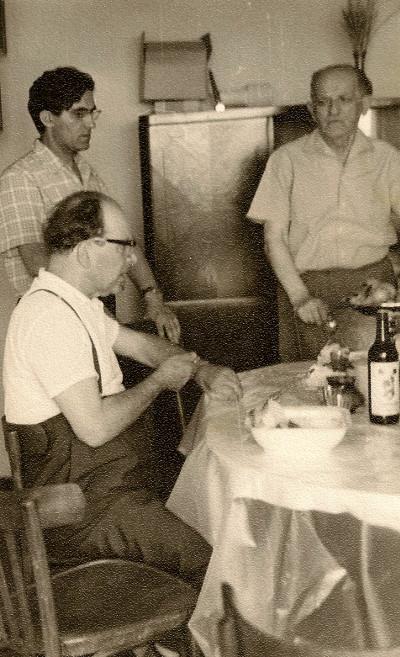 Лазарь Лагин сдвоюродным братом И.М.Гинзбургом (отцом Ольги) идядей М.Ф.Гинзбургом. Минск, 1967