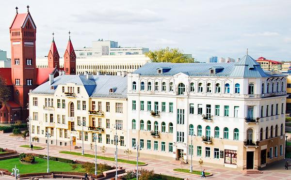 1-й Дом Советов. До войны так называли дом слева, а после войны – справа.