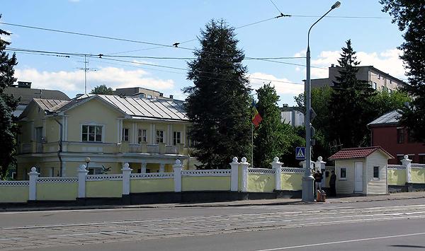 Здесь, на углу Ульяновской и Белорусской улиц, было найдено тело Соломона Михоэлса
