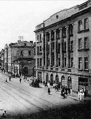 1920-е годы. Здание совсем недавно поменяло хозяев. Теперь здесь находится ЧК