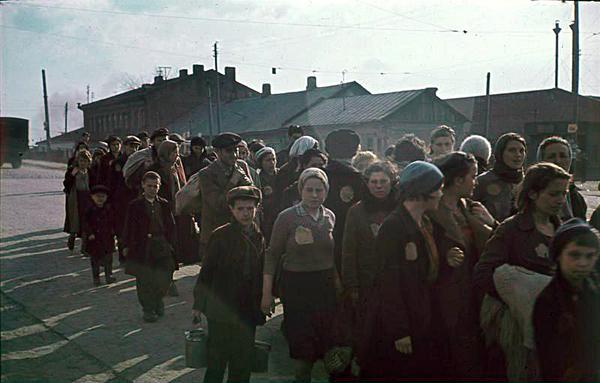 Еврейская колонна Минского гетто. Они еще живы...