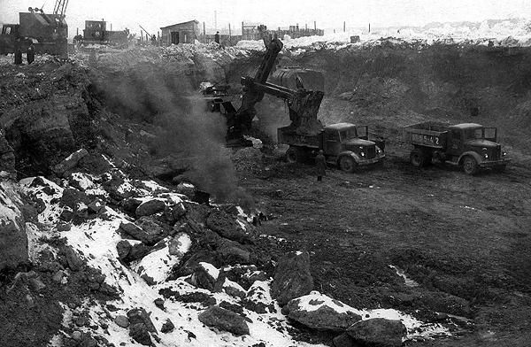 Конец Замковой горы – здесь будут стоять «Трудовые резервы». 1956 год