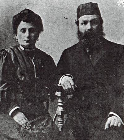 Абрам с женой Иткой. Здесь берет начало династия каменотесов Спришенов