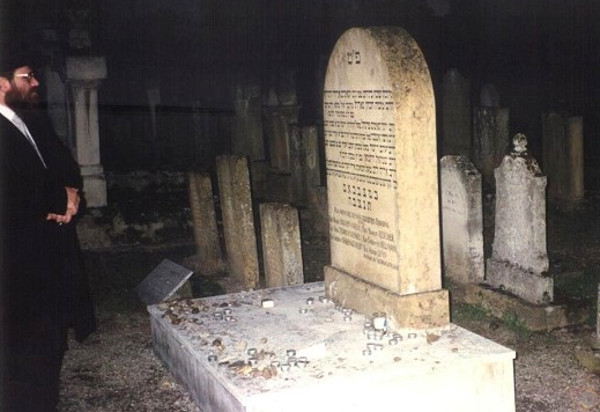 Могила Арье-Лейба бен Ашера Гинцбурга во французском Меце